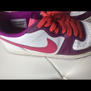 Nike Shoes - Nike leather sneakers size 7.5